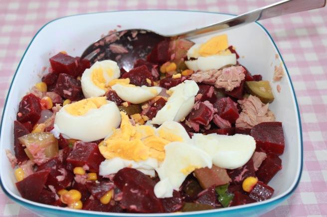 Rode bietensalade met tonijn