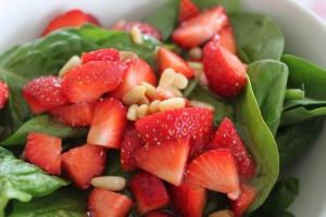 Spinaziesalade-met-aardbeien