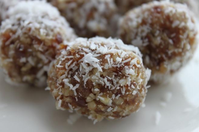 dadelballetjes met kokos en walnoot