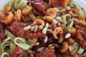 Pasta-zongedroogde tomaten-garnalen