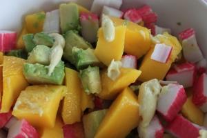 Salade-surimi-avocado-mango