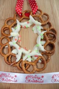 Pretzel kerstkrans-lovetocookhealthy (2)