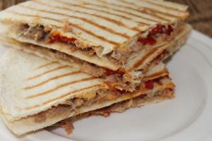 Tortilla tosti-tonijn-paprika-lovetocookhealthy (2)