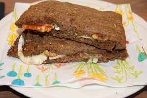 Tosti brie walnoot honing-lovetocookhealthy
