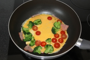 groente-omelet-met-kalkoen-bacon-lovetocookhealthy1-3