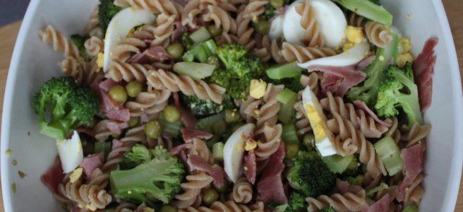 Volkoren-pastasalade-met-honing-mosterd-dressing