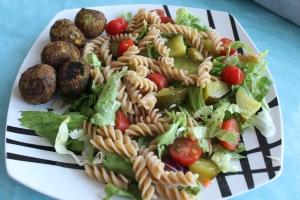 Pastasalade-met-falafelballetjes-lovetocookhealthy