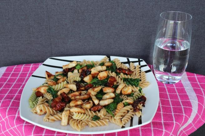 pastasalade-met-kip-en-spinazie-lovetocookhealthy
