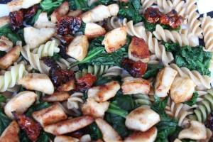 warme-pastasalade-met-kip-en-spinazie-lovetocookhealthy
