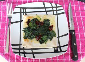 Minipizza-met-spinazie-en-zongedroogdetomaat-lovetocookhealthy