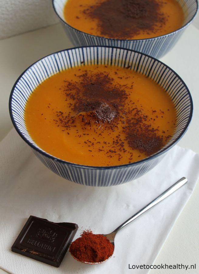 Spicy pompoensoep met chocolade