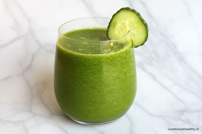 Groene smoothie met tropisch fruit