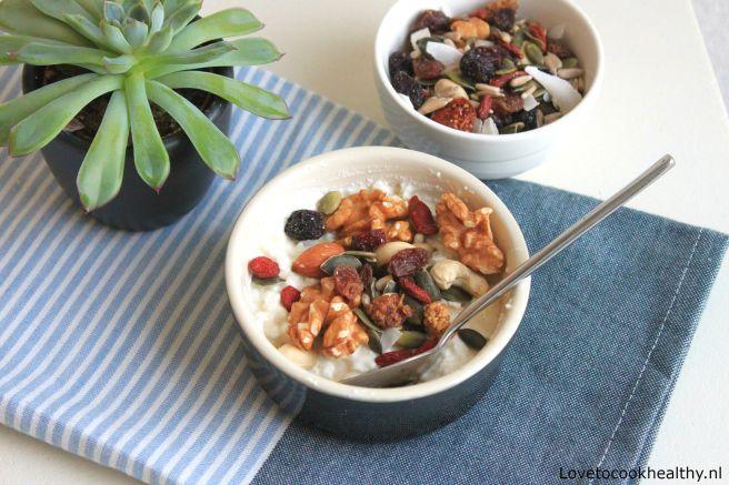 Hüttenkäse breakfast bowl