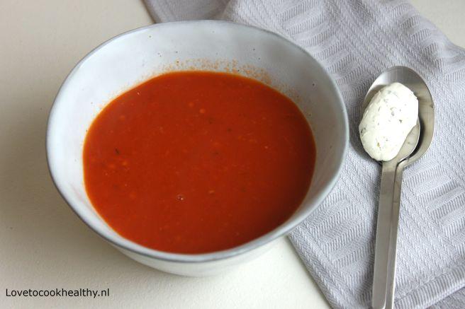 Tomatensoep met kruiden roomkaas